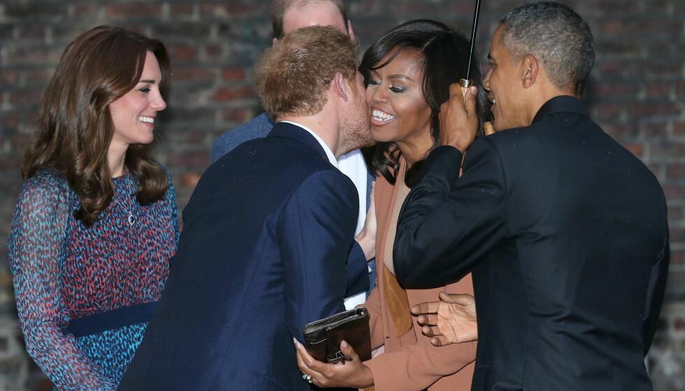 <strong>PÅ BESØK:</strong> Michelle og Barack Obama besøkte Storbritannia i 2016 - her sammen med prins Harry, prins William og hertuginne Kate utenfor Kensington Palace. Foto: NTB Scanpix