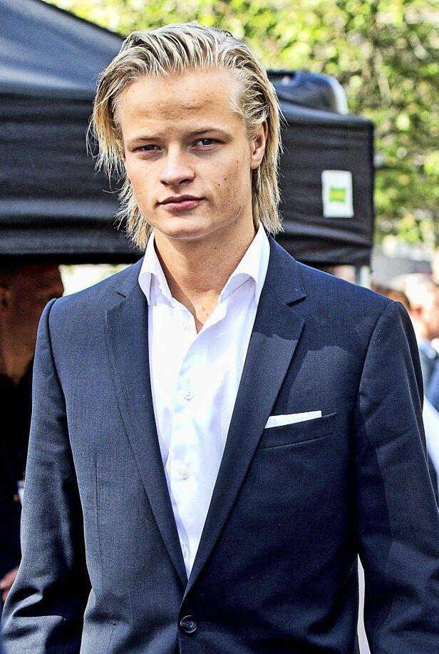 LYKKELIG: Det er ingen tvil om at Marius Borg Høiby er glad for at han har kjæresten Juliane Snekkestad ved sin side. Foto: Andreas Fadum