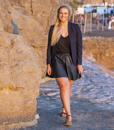 SINGEL OG SOLO: - Jeg er veldig spent, sier single Karianne Sissener Amundsen om sin solo-debut. Den «Farmen»-aktuelle artisten synger ut om kjærlighetssorg i låten «Symbol» som ble sluppet like før helgen. Foto: Tor Lindseth