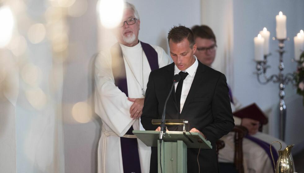 HOLDT TALE: Storebror Tormod holdt tale i bisettelsen. Han fikk dødsbudskapet av søsterens kjæreste. Foto: NTB scanpix