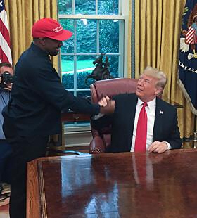 SJOKKERTE: Kanye West sjokkerte en hel verden, inkludert sin egen familie da han tilbragte tid med Donald Trump. Foto: NTB Scanpix
