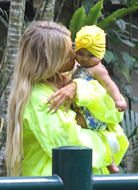 ENDELIG: Khloé har i mange år gitt utrykk for at hun ønsket å bli mor. I år gikk drømmen i oppfyllelse. Foto: NTB Scanpix