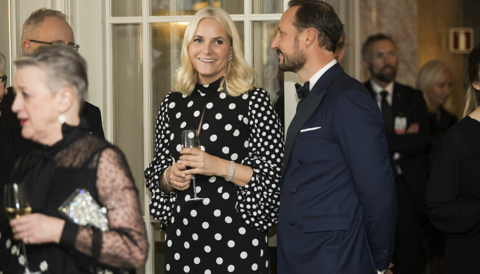 BANKETT: Mette-Marit og kronprins Haakon var også til stede under banketten mandag kveld. Foto: NTB Scanpix