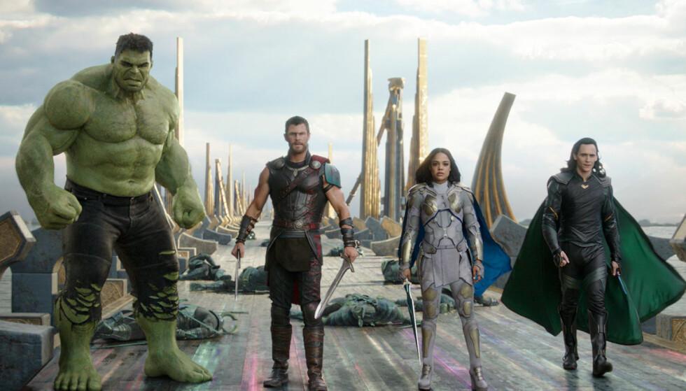 <strong>ACTIONHELT:</strong> Chris Hemsworth som Thor i «Thor: Ragnarok» sammen med «Hulken» (Mark Ruffalo), Valkyrie (Tessa Thompson) og Loke (Tom Hiddleston). Foto: Marvel Studios via AP/ NTB scanpix