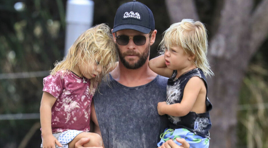 SUPERPAPPA: Chris Hemsworth nyter livet som familiefar, og lar barna tro at han er rollefiguren Thor også i virkeligheten. Foto: NTB Scanpix