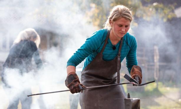 STORE SMERTET: Tonje Frøystad Garvik under «Farmen»-finalen, der hun hevder hun var proppet full med smertestillende. Foto: Tore Skaar