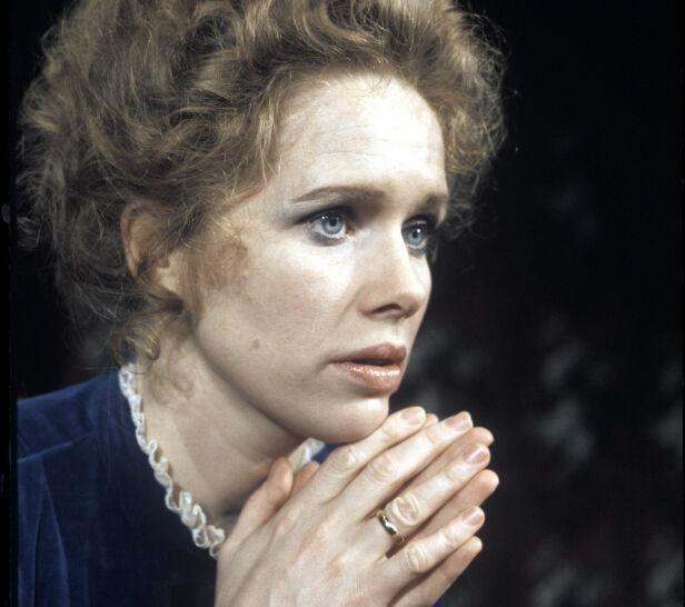LANG KARRIERE: Liv Ullmann debuterte på Rogaland Teater i 1957 som Anne Frank i stykket «Anne Franks dagbok». Her avbildet i rollen som Nora i «Et dukkehjem» av Henrik Ibsen i 1974. Foto: NTB Scanpix