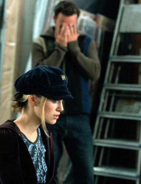 SJOKKØYEBLIKK: Scenen der Keira Knighleys rollefigur innser at ektemannens bestevenn, spilt av Andrew Lincoln, er hemmelig forelsket i henne. Foto: NTB Scanpix