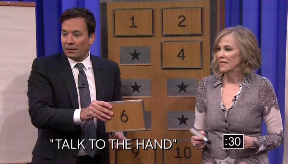 <strong>I 2016:</strong> Catherine O'Hara i aksjon i tegne- og gjettespillet Pictionary i «The Tonight Show Starring Jimmy Fallon». Foto: NBC / XPOSURE / NTB Scanpix