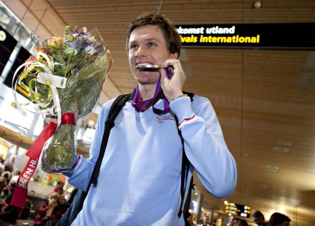 <strong>SØLV:</strong> Bartosz Piasecki ankommer Gardermoen etter å ha vunnet sølvmedalje i fekting under OL i London i 2012. Foto: Anette Karlsen / NTB scanpix
