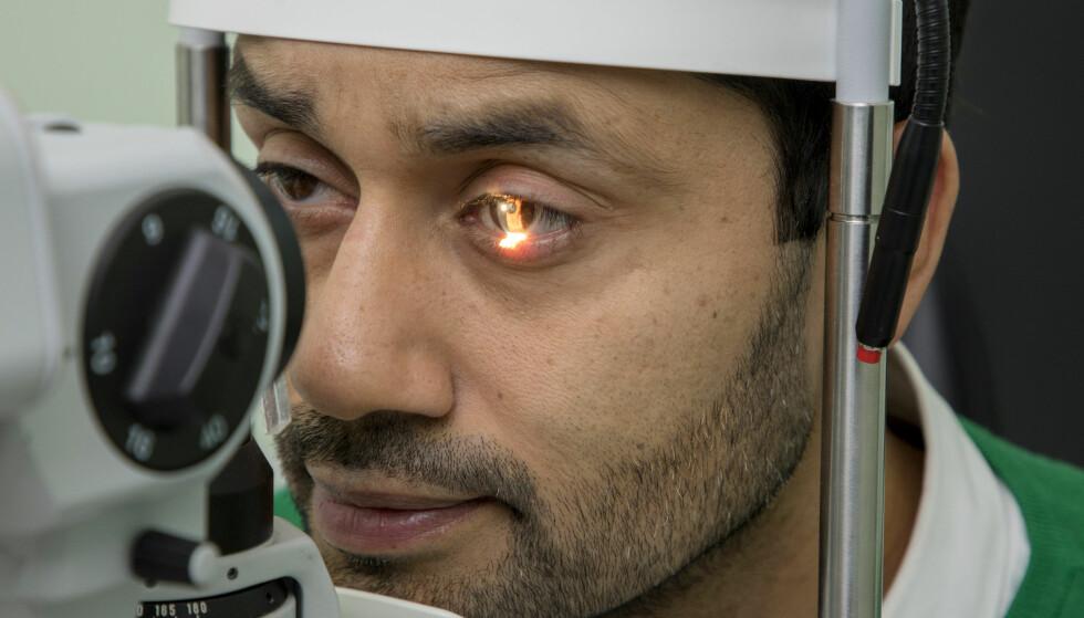 <strong>ØYEPROBLEMER:</strong> Noman Mubashir har i flere år slitt med synet, og var i en periode redd for at han kanskje kunne bli blind. Foto: Morten Bendiksen