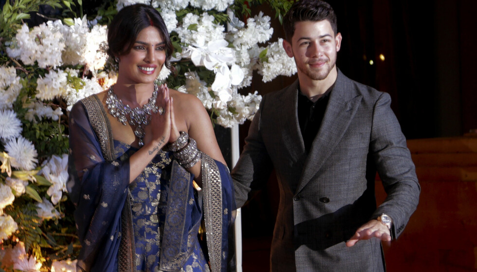 <strong>FÅR IKKE NOK:</strong> Det er knappe tre uker siden Priyanka Chopra og Nick Jonas giftet seg. Denne uken feiret de bryllupet igjen. Foto: NTB Scanpix
