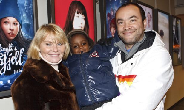 SKILT: Mia Gundersen sammen med sønnen Daniel og eksmannen Marcel Leliënhof i 2006. Foto: NTB Scanpix