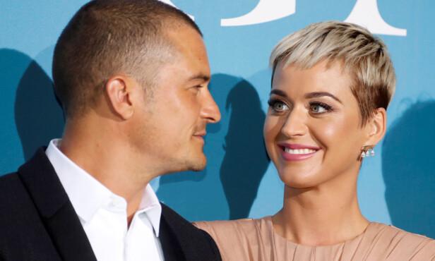 FORELSKET: Blikkene Katy og Orlando ga hverandre på den røde løperen tidligere i år er bekreftelse nok for mange. Foto: NTB Scanpix