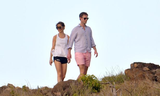 ROMANTISK GÅTUR: Pippa Middleton og James Matthews tok seg tid til å pleie kjærligheten under ferien. Foto: NTB scanpix
