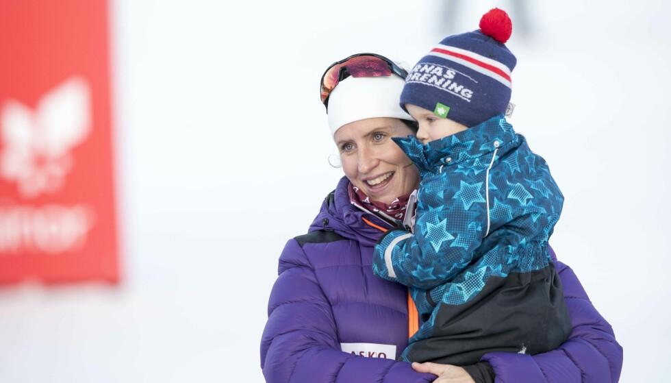<strong>MAMMAS GULL:</strong> Lille Marius blir snart storebror. Det ser Marit Bjørgen frem til. Foto: NTB Scanpix