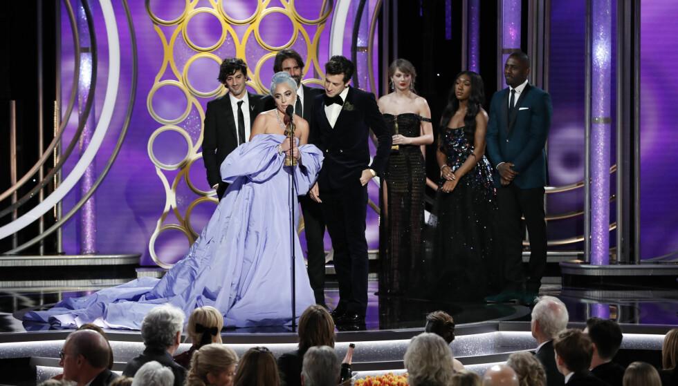 <strong>TOK TIL TÅRENE:</strong> Lady Gaga ble hyllet av kolleger og fans etter nattens pris. Foto: NTB Scanpix
