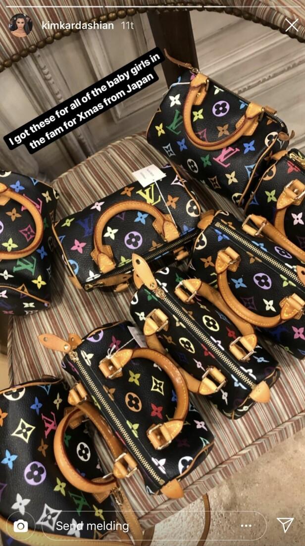 LUKSUSGAVE: Kim Kardashian handlet inn luksusvarer til jentebarna i familien. Nå lurer fansen på hvem de to resterende veskene er til. Foto: Skjermdump, Instagram