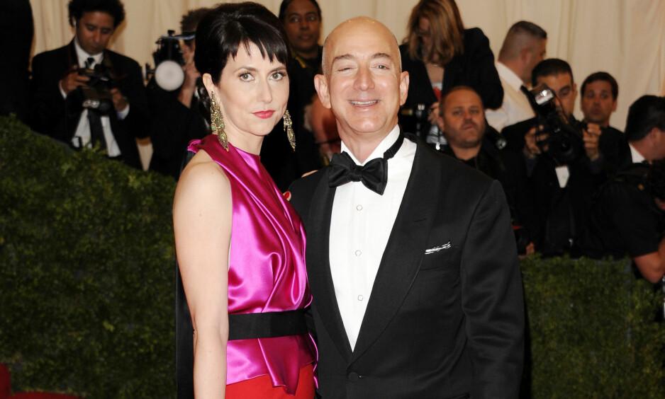 <strong>SKILLES:</strong> Onsdag ble det kjent at Amazon-sjef Jeff Bezos og kona Mackenzie Bezos skilles. Her på MET-gallaen i New York i 2012. Foto: NTB scanpix