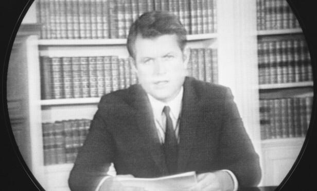 FORSVARTE SEG SELV: I sin tale til folket 25. juli 1969, benektet Ted Kennedy blant annet at han var beruset under bilturen og at det hadde foregått noe «umoralsk» mellom ham og Kopechne. Foto: AP/ NTB scanpix