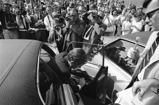 TILBAKE I VARMEN: Ted Kenendy ankommer Capitol i Washington D.C. den 31. juli 1969, for å fortsette i sin stilling som senator. Foto: AP/ NTB scanpix