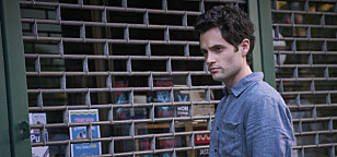 <strong>STALKER:</strong> Badgley spiller stalker i den nye serien «You» på Netflix. Foto: NTB Scanpix