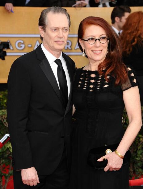 <strong>MISTET KONA:</strong> Steve Buschemis kone gjennom 31 år er gått bort. Her er ekteparet avbildet på den røde løperen i 2013. Foto: NTB Scanpix