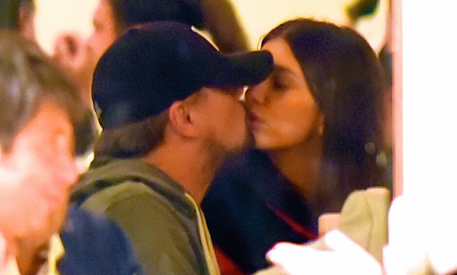 KLINTE TIL: Leonardo Dicaprio og Camila Morrone gjorde lite for å skjule sine følelser for hverandre. Foto: NTB Scanpix