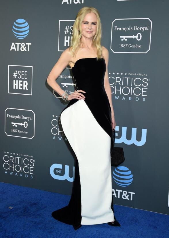 FESTKLAR: Nicole Kidman iført en sort og hvit kjole fra Armani Prive. Foto: NTB Scanpix