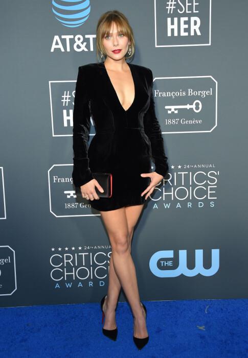 MINIKJOLE: Elizabeth Olsen var en av få som stilte i kort kjole på den røde løperen. Foto: NTB scanpix