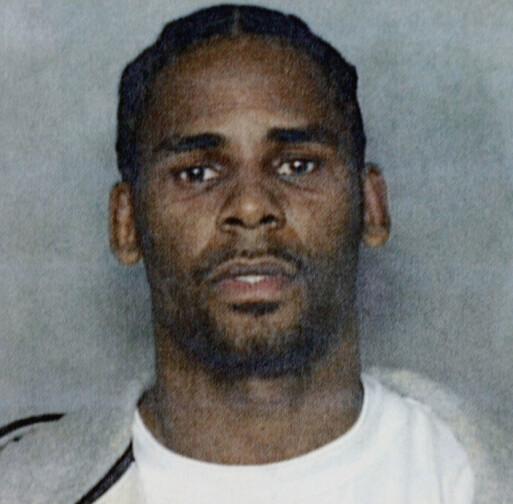 I TRØBBEL TIDLIGERE: R. Kelly har vært i klammeri med lovens lange arm flere ganger i årenes løp. Her er han fotografert av politiet i Miami i januar 2003. Foto: AP/ NTB scanpix