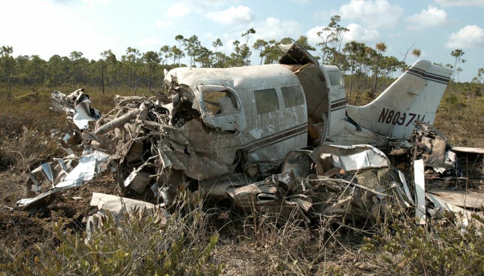 DØDELIG KRASJ: Flyvraket avbildet etter den tragiske ulykken som kostet Aaliyah og åtte andre livet i august 2001. Foto: AP/ NTB scanpix