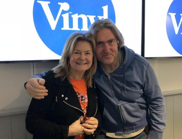 OVERRASKET: Elisabeth Andreassen overrasket programleder Lars Eikanger med en personlig historie. Foto: Radio Vinyl