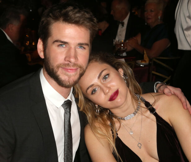 BEKREFTET EKTESKAPET: Liam Hemsworth og Miley Cyrus deltok på sitt første offisielle arrangement sammen som mann og kone i helga. Foto: NTB Scanpix