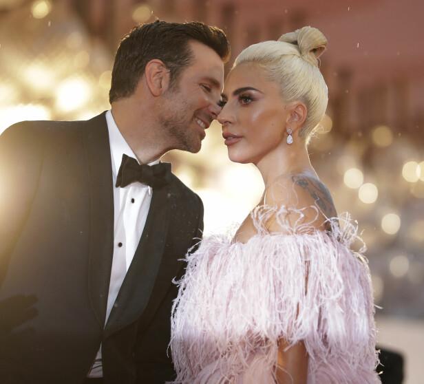 TING TIL FELLES: Bradley har tidligere uttalt at noe han og Lady Gaga har til felles er at de ble veldig elsket som barn. Nå spiller de mot hverandre i filmen «A Star Is Born». Foto: NTB Scanpix