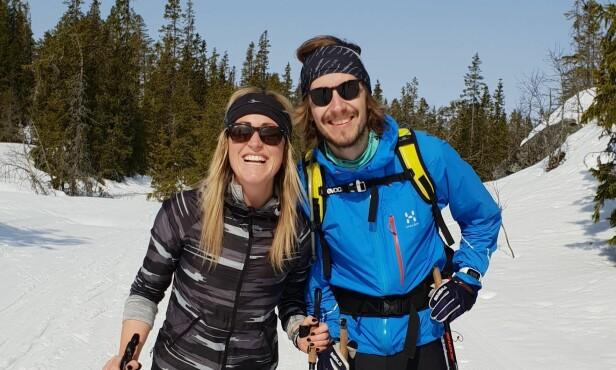 AKTIVT PAR: Både Stine Hartmann og hennes nye kjæreste Jakob Næss er glad i å holde seg aktive. Her er de sammen på skitur. Foto: Privat