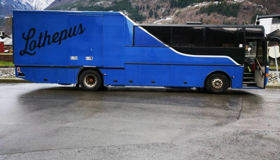 HELSE FØRST: På grunn av sin helsesituasjon har Lothepus sett seg nødt til å selge unna turnébussen. Foto: Privat