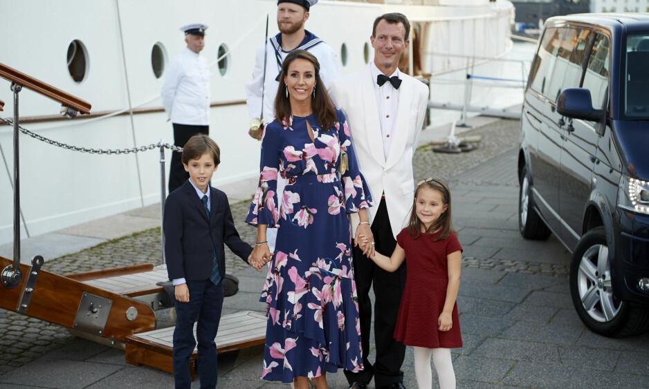 PÅ FLYTTEFOT: Til høsten tar prins Joachim med seg familien til Frankrike. Bildet er tatt i fjor sommer. Foto: NTB Scanpix