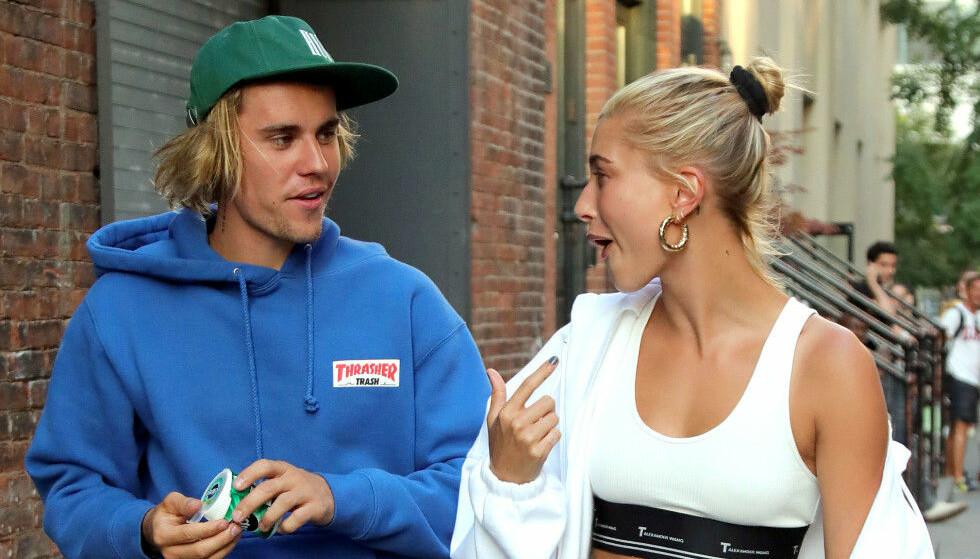 <strong>FÅR KRASS KRITIKK:</strong> Justin Biebers (24) nye kleskolleksjon-lansering har ikke gått upåaktet hen hos fansen. Her med kona Hailey Bieber (22) Foto: NTB Scanpix