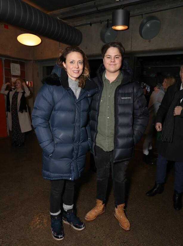 <strong>TOK MED SØNNENE:</strong> Ine Jansen tok med sønnene på premieren. Foto: Andreas Fadum / Se og Hør