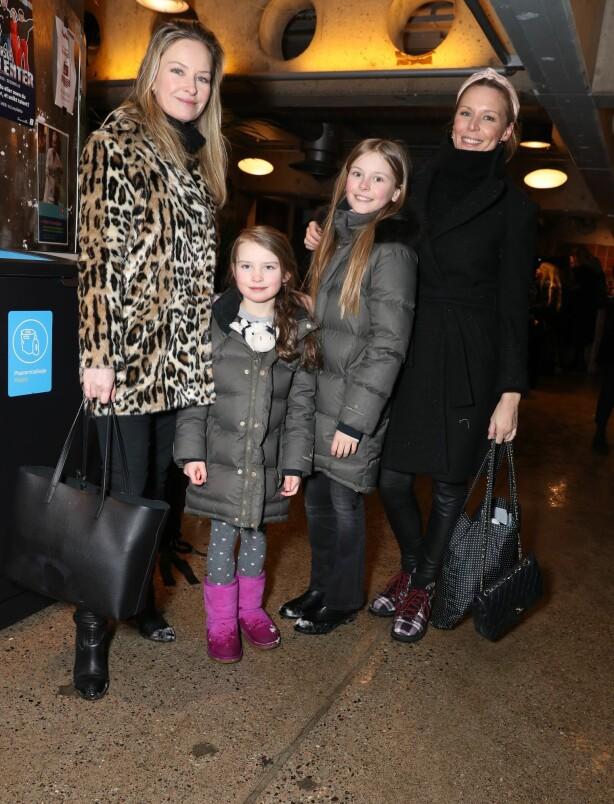 <strong>VENNEGJENG:</strong> Synnøve Skarbø og Vanessa Rudjord hadde med barna sine. Foto: Andreas Fadum / Se og Hør