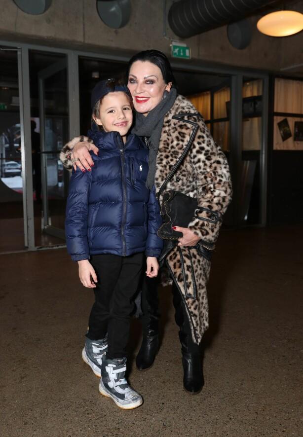 <strong>BLIDE:</strong> Lilli Bendriss hadde tatt med seg barnebarnet Leo. Foto: Andreas Fadum / Se og Hør