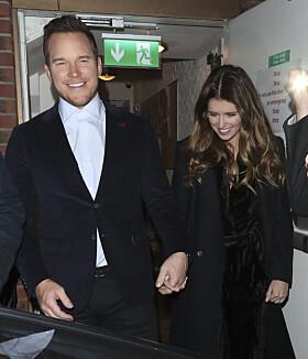 LYKKELIGE: Chris og Katherine ser svært lykkelig ut om dagen. Her sammen i London i slutten av januar. Foto: NTB Scanpix