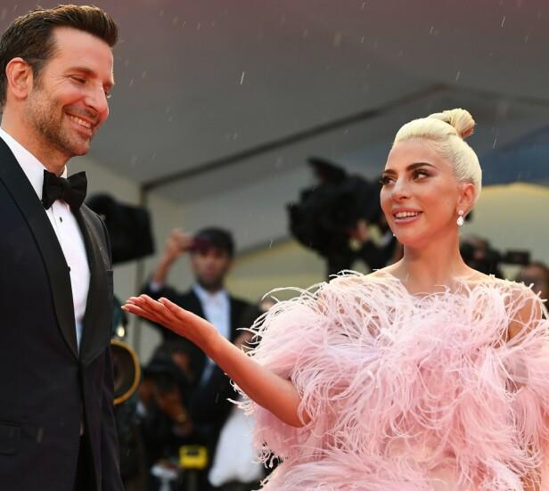 HYLLET: Lady Gaga har hyllet sin motspiller Bradley Cooper for hans innsats i «A Star is Born» flere ganger etter at filmen kom ut, og de to skal ha fått et nært forhold. Foto: NTB Scanpix