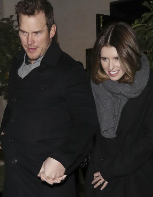 VILL FEST: Chris Pratt skal ha feiret forlovelsen med en vill kveld på byen. Hvorvidt Katherine var til stede er ikke kjent. Her var de to turtelduene sammen i London nylig. Foto: NTB Scanpix