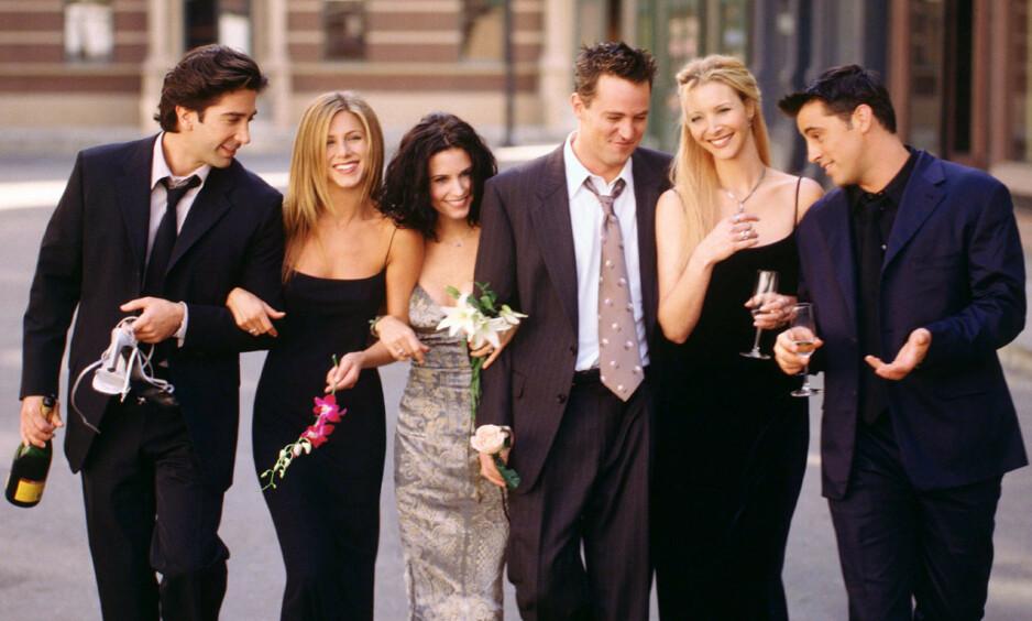 VENNER FOR LIVET: Gjengen fra den populære TV-serien «Friends» ble tett knyttet gjennom innspillingen, og er fortsatt gode venner i dag. Foto: NTB Scanpix