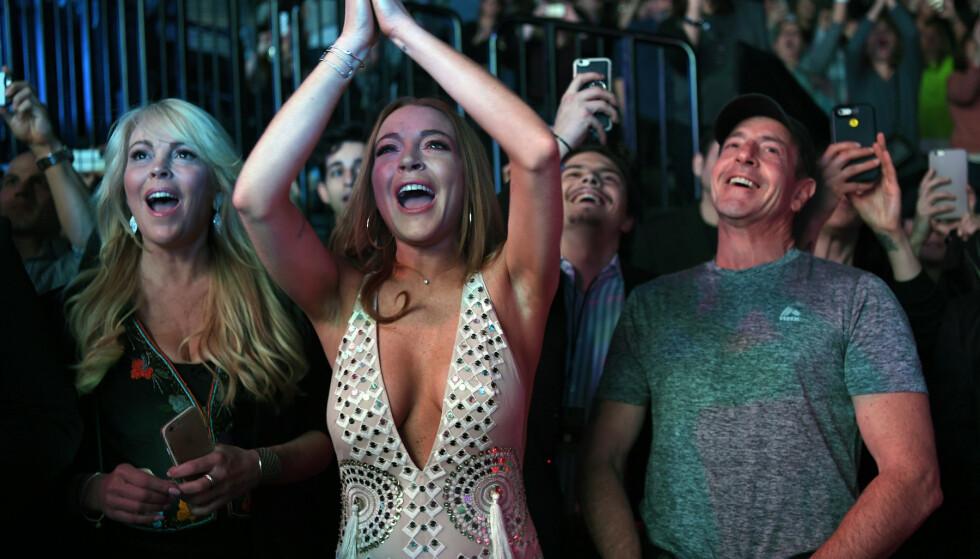 <strong>SAMLET:</strong> Det er sjelden man ser Dina, Lindsay og Michael Lohan sammen etter utallige skandaler. Her er de derimot samlet på en konsert i 2016. Foto: NTB Scanpix