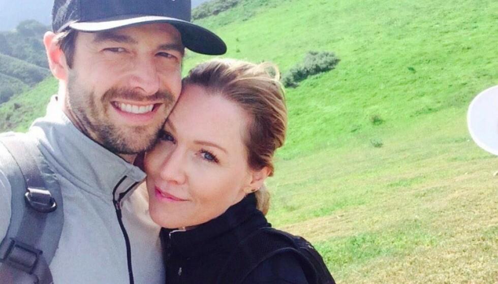 LYKKELIGE IGJEN: Jennie Garth og Dave Abrams har klart å jobbe seg gjennom ekteskapsproblemene. Foto: Twitter/Dave Abrams