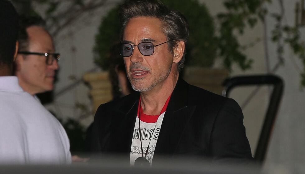 KJENDISTUNGT: Skuespiller Robert Downey jr. (53) på vei inn til Jennifer Anistons 50-årsfest i Los Angeles. Foto: NTB Scanpix