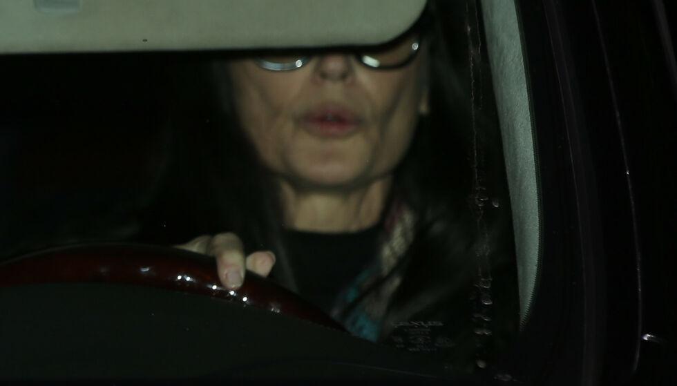 TITT-TEI: Demi Moore bak rattet utenfor festlokalene. Foto. NTB Scanpix